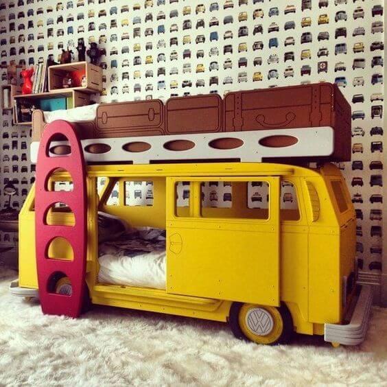 Que tal uma cama infantil com design de Kombi?