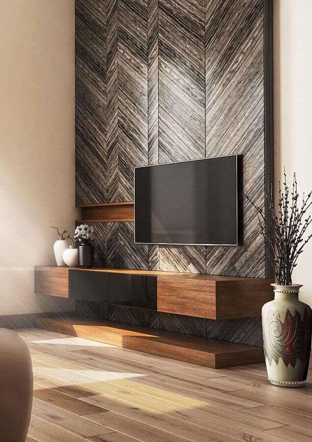 Rack de madeira com detalhes em preto