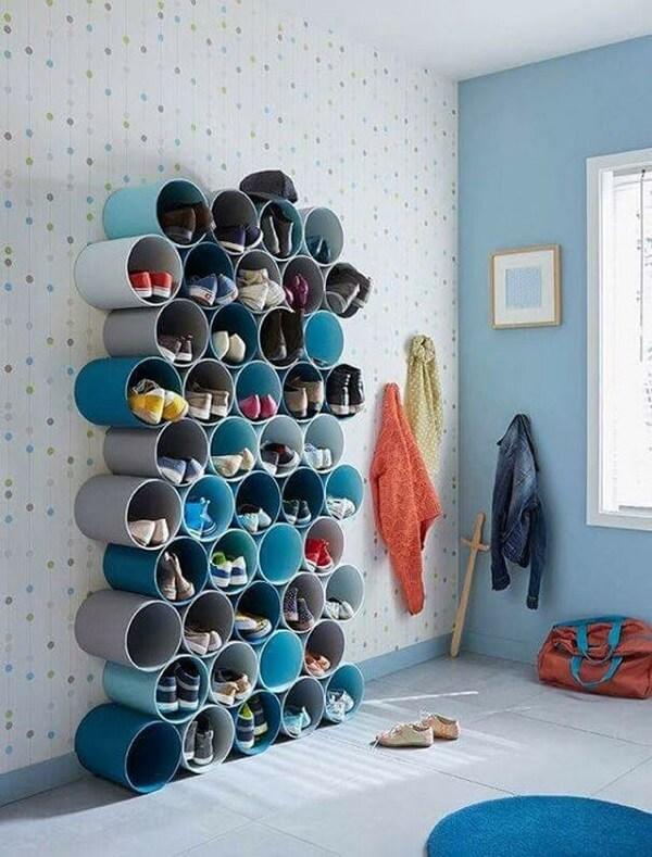 Sapateira engenhosa feita com canos de PVC
