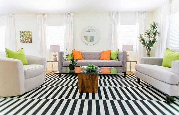 Tapete para sala preto e branco