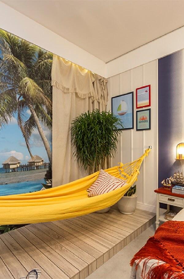 Utilize os próprios itens pessoais como parte da decoração do quarto simples