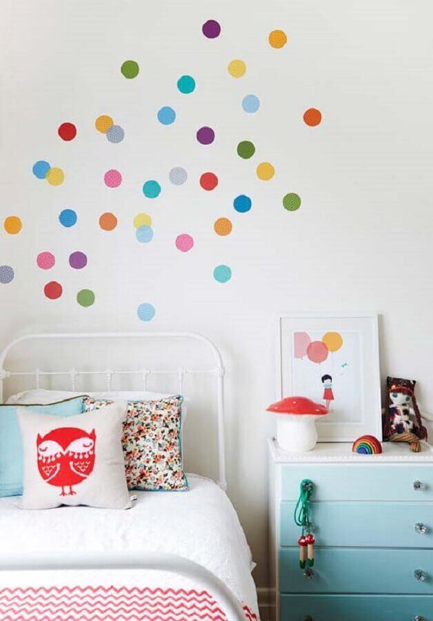 adesivos de bolinhas coloridas para decoração de quarto de menina Foto Webcomunica