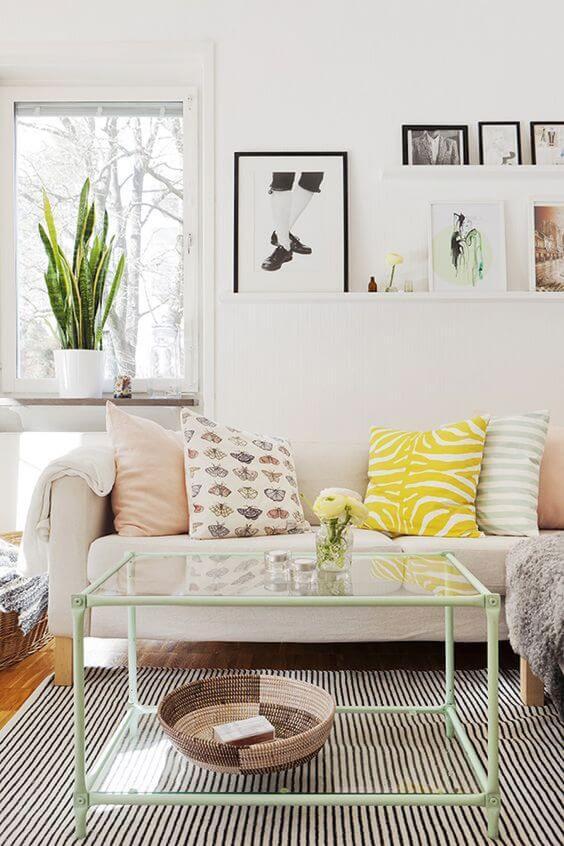 Aposte nas almofadas coloridas para alegrar o ambientes