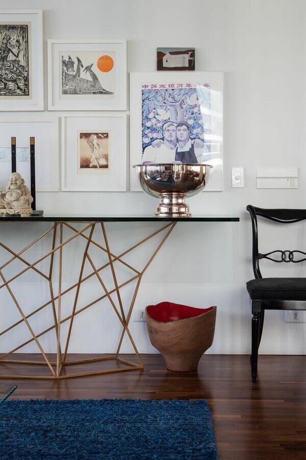 Aparador para sala de estar com vidro e ferro