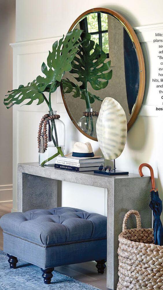 Aparador para sala com espelho redondo decorando a sala