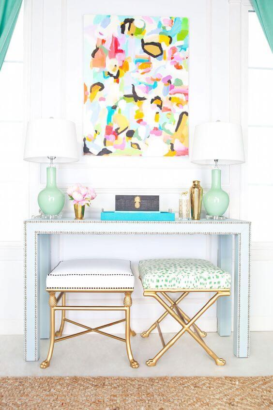 O aparador para sala colorido é uma ótima opção para alegrar a decoração