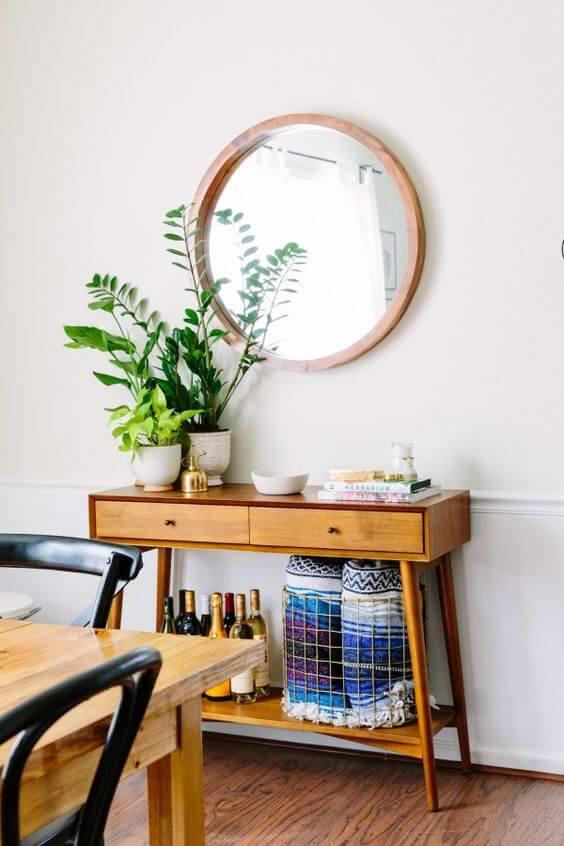 Aparador para sala com espelho de madeira