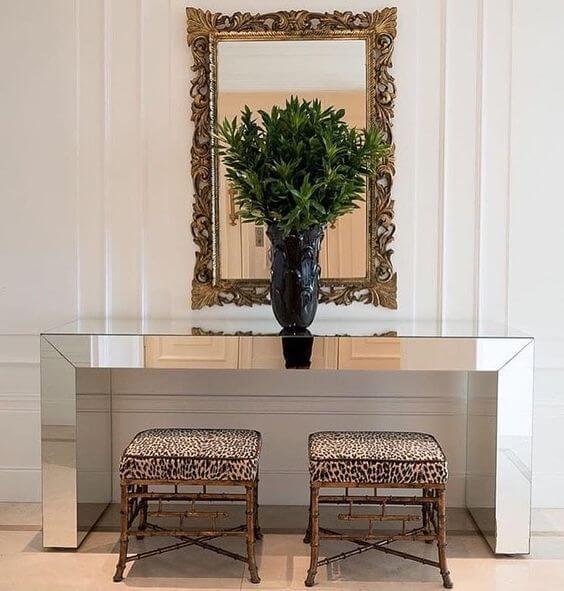 O aparador espelhado para sala é super luxuoso