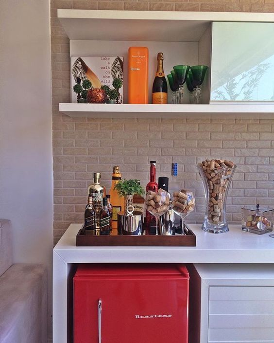 Aparador bar para sala com frigobar abaixo
