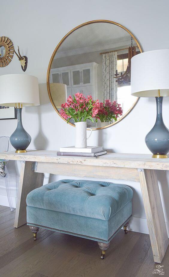 Aparador para sala de estar com puff azul combinando