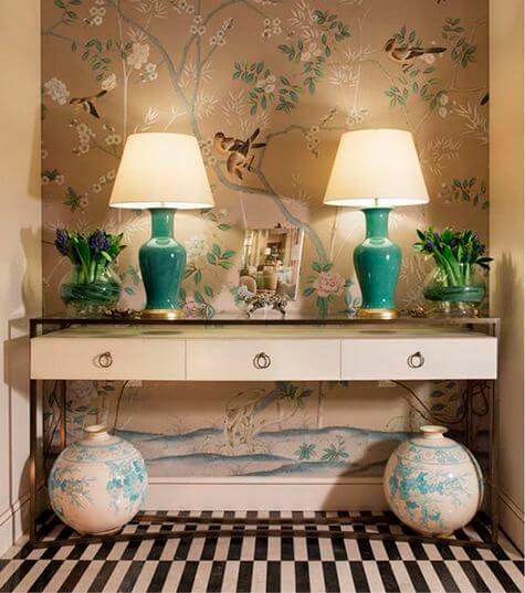 Aparador para sala com papel de parede combinando