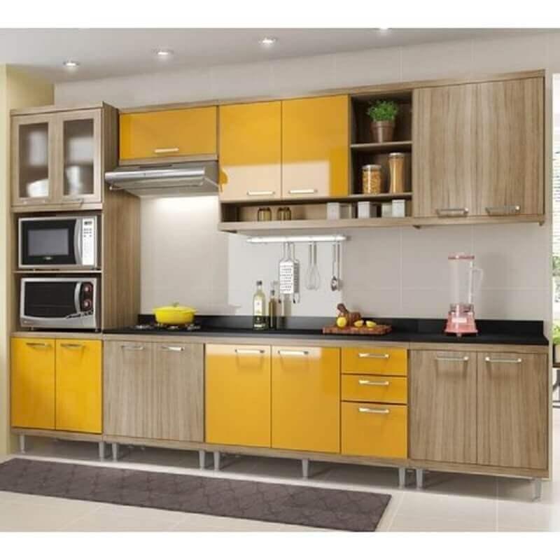 armário de cozinha modulado amarelo e de madeira Foto Assetproject