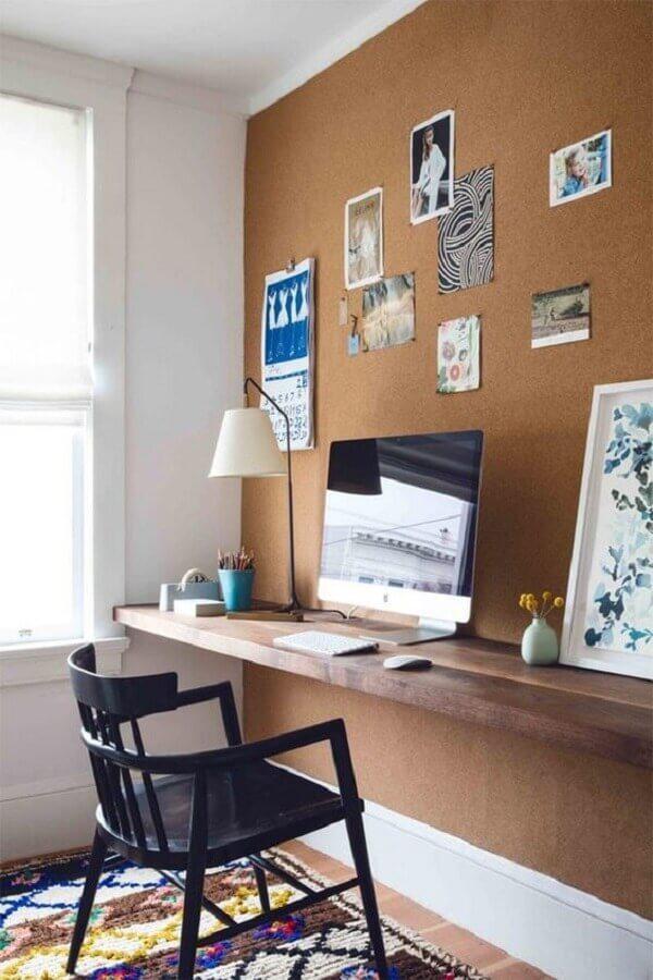 bancada de madeira para decoração de escritório em casa com parede de recados Foto Pinterest