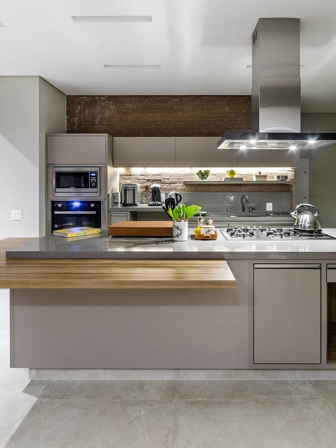 bancada gourmet para cozinha com cooktop planejada toda cinza Foto Arquiteta Marilice Arruda