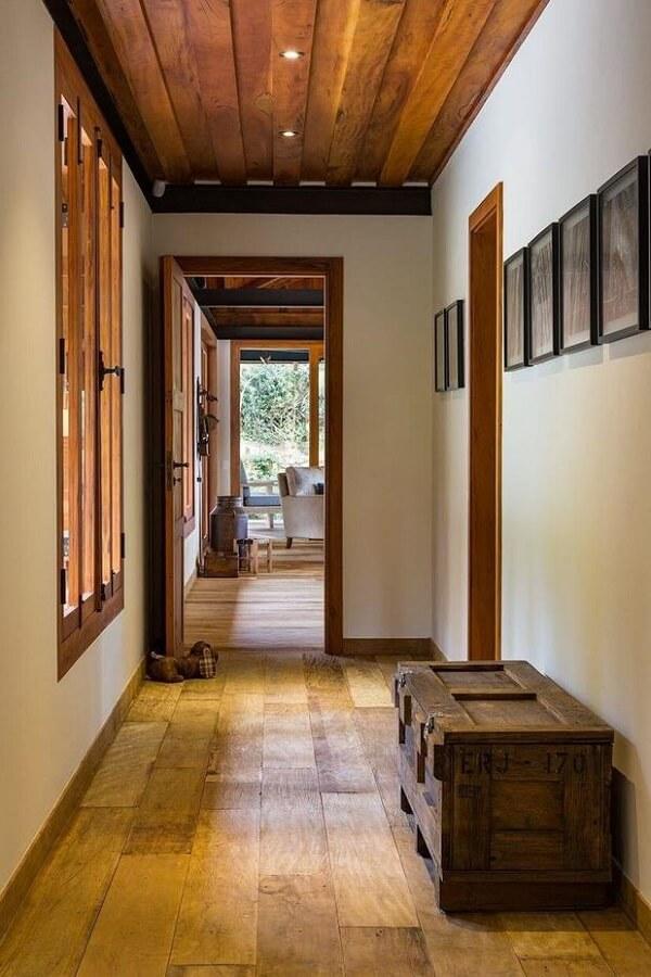 banco baú de madeira corredor