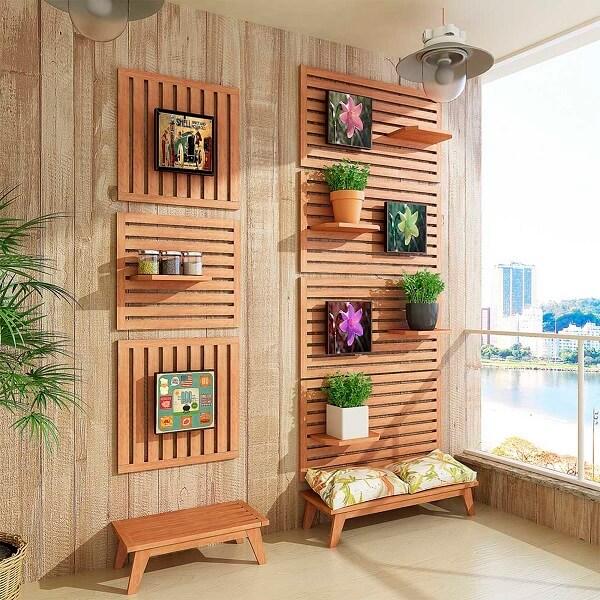 banco de madeira para varanda com jardim vertical