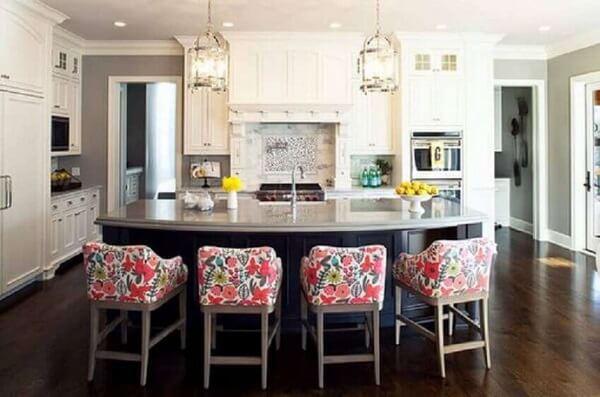 banqueta baixa para cozinha colorida
