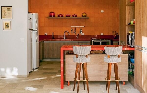 banquetas de madeira com encosto para cozinha