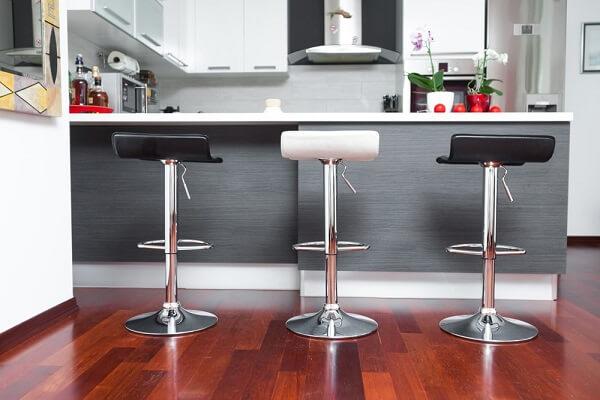 banquetas giratórias para cozinha preto e branco