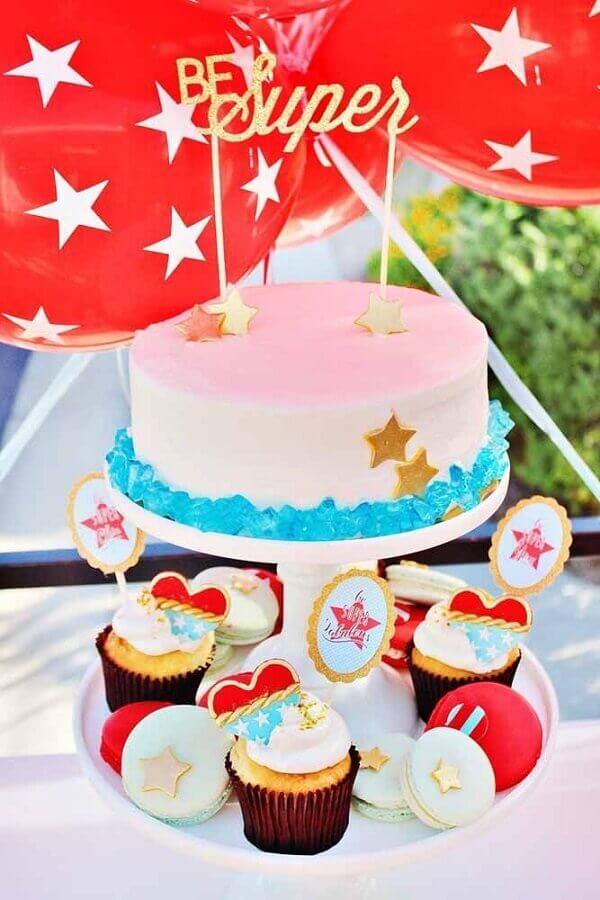 bolo decorado para festa mulher maravilha Foto A Minha Festinha