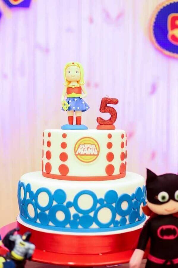 bolo decorado para festa mulher maravilha Foto Kara's Party Ideas