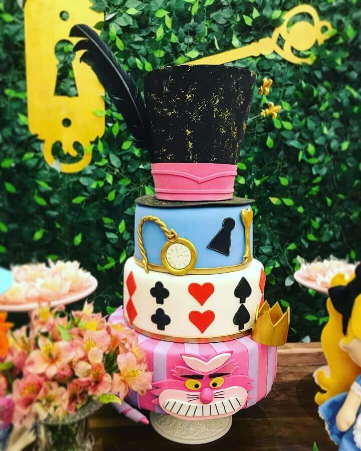custom cake for alice party in wonderland Photo Village Parties