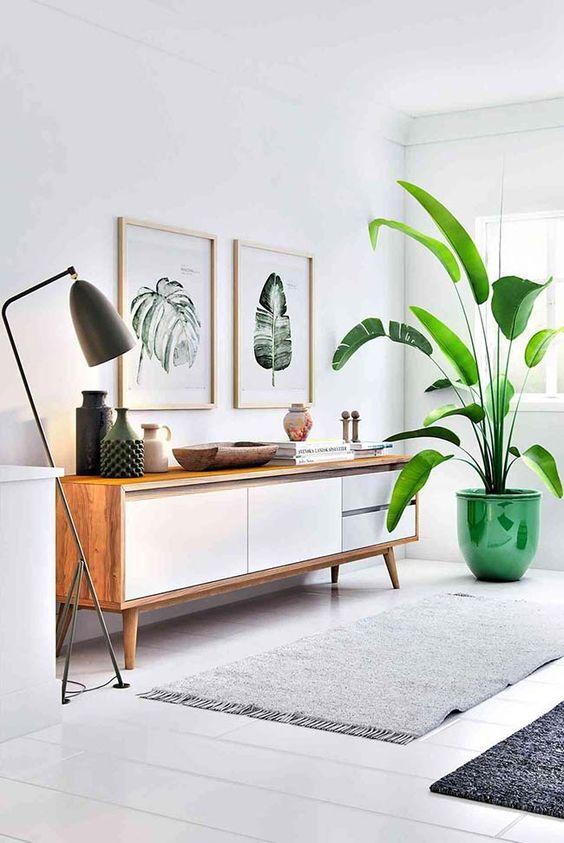 Aparador para sala branco decorado com plantas
