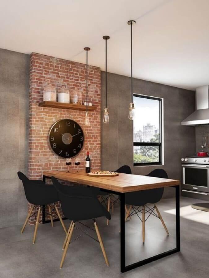cadeira de jantar preta para sala de jantar com parede de cimento queimado e tijolinho a vista Foto Pinterest