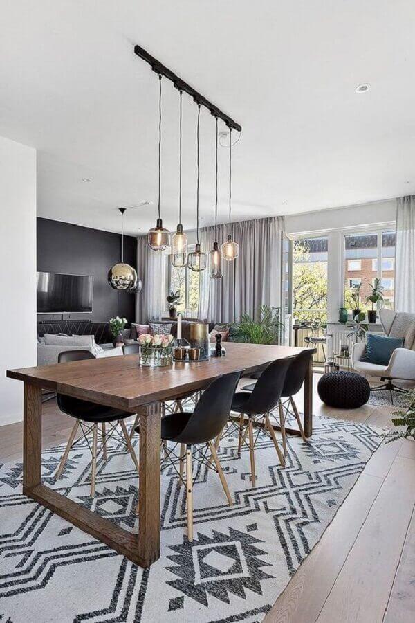 cadeira eiffel preta para sala de jantar moderna integrada com sala de estar Foto Arquidicas