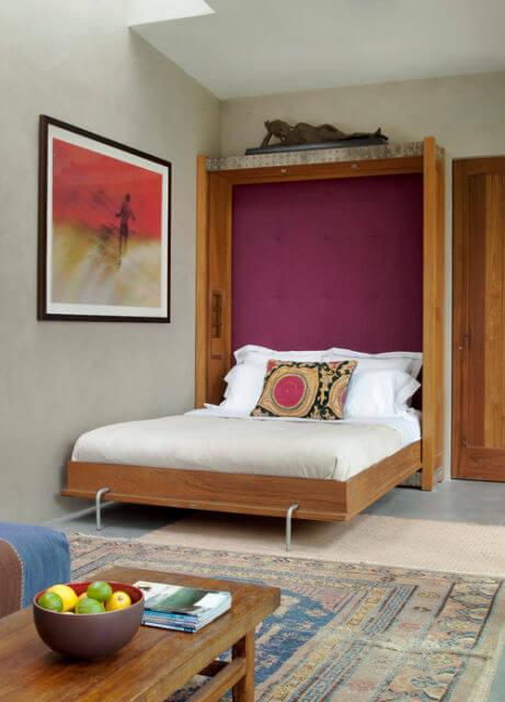 Cama retrátil para quarto de casal pequeno e bem decorado
