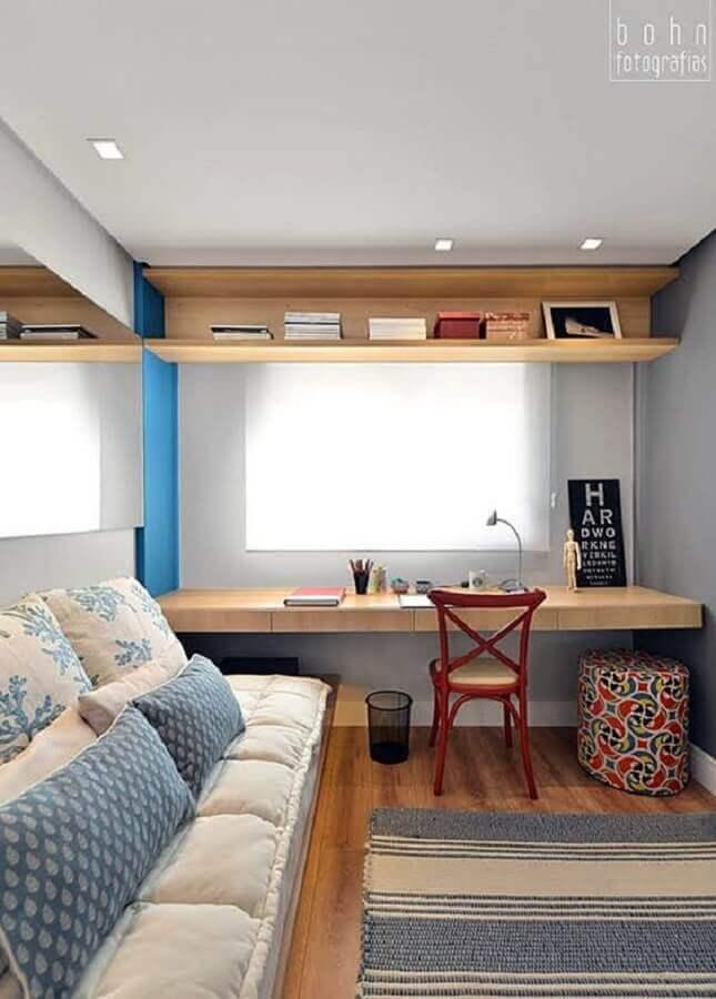 cantinho de estudo no quarto planejado com bancada de madeira Foto Simples Decoração