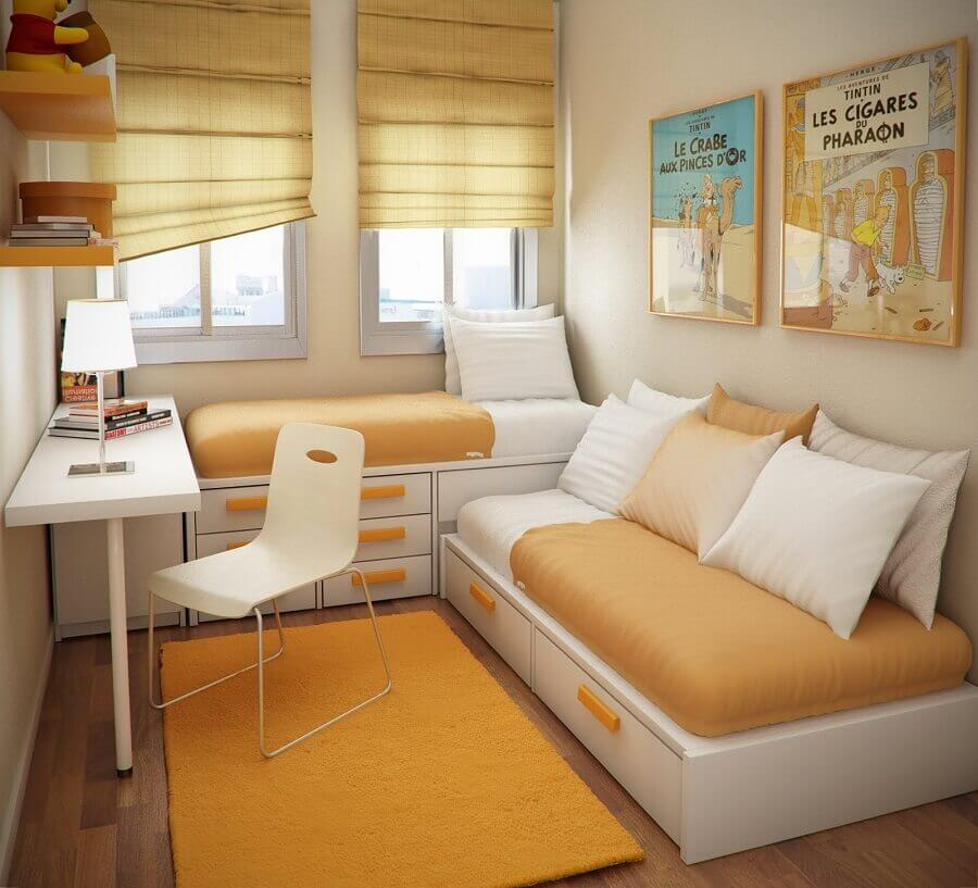 cantinho de estudo pequeno para quarto planejado em cores neutras Foto Sergio Mengot