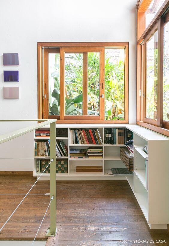 Casas com janelas de madeira são super aconchegantes