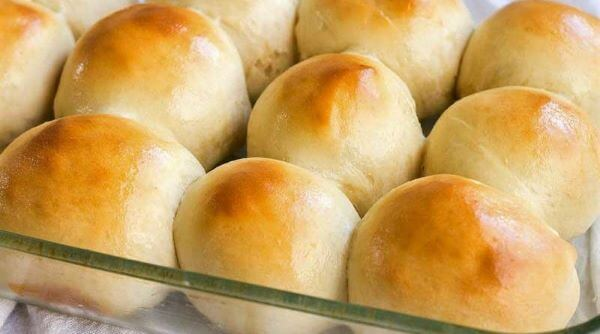 Siga o passo a passo de como fazer fácil o pão de minuto