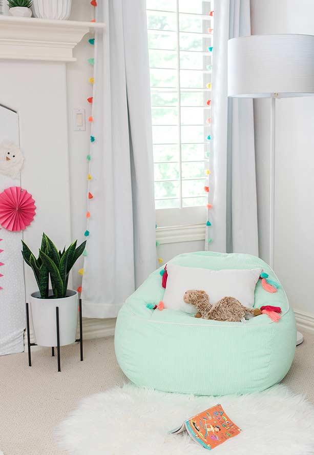 cortina com detalhes coloridos para decoração de quarto de menina Foto Ideias Decor