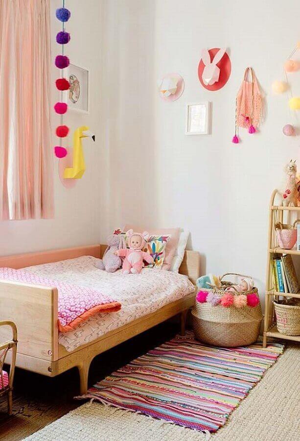 cortina rosa e passadeira listrada para decoração de quarto de menina simples Foto Pinterest