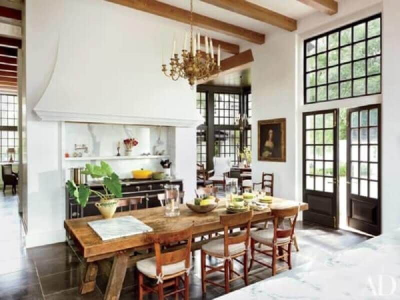 cozinha decorada com porta francesa Foto Architectural Digest