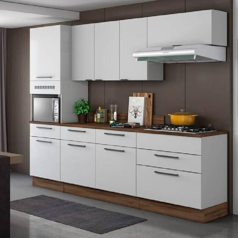 cozinha modulada branca com detalhes em madeira Foto Pinterest