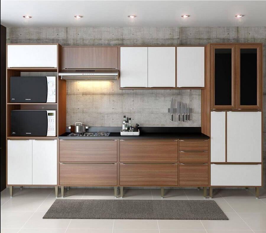 cozinha modulada branca e de madeira Foto Pinterest