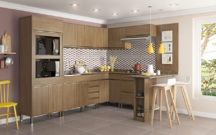 cozinha modulada de canto com armários de madeira Foto Webcomunica