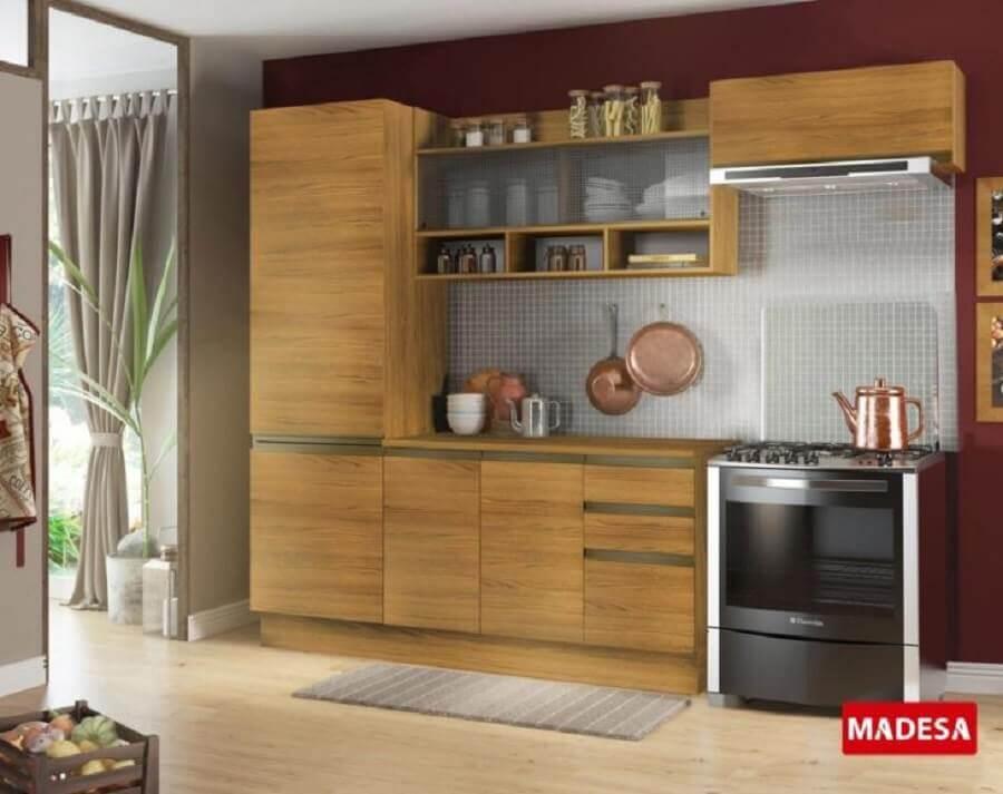 cozinha modulada pequena com armários de madeira Foto Madesa