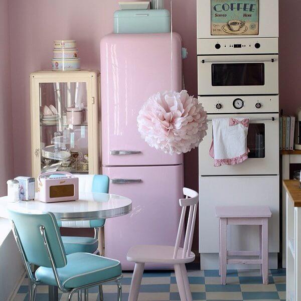 cozinha vintage azul e rosa