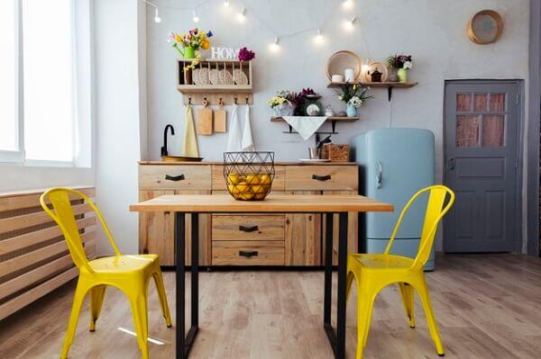 cozinha vintage cadeiras amarelas
