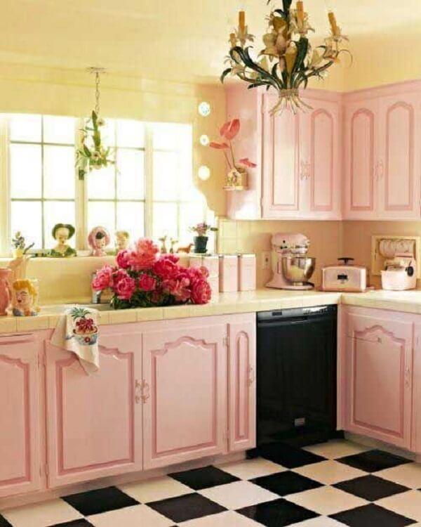 cozinha vintage rosa com lustre