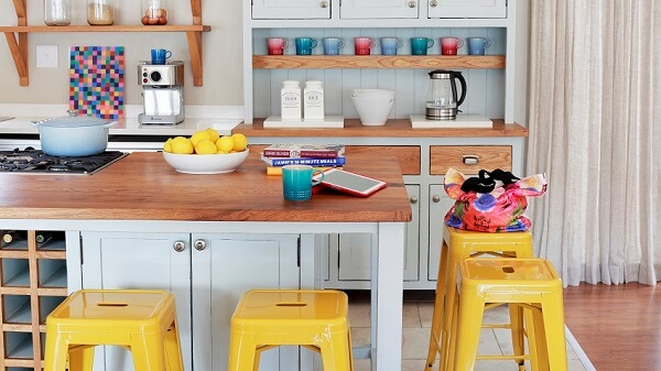 cozinha vintage banquetas amarelas