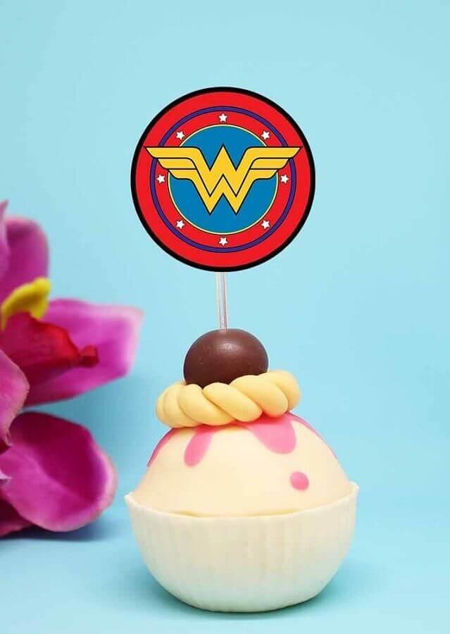 cupcake para festa mulher maravilha decorado Foto Pinterest