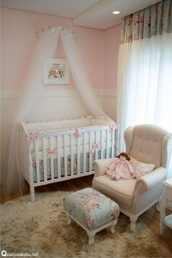 decoração clássica com estilo romântico para quarto de bebê rosa e branco Foto Pinterest