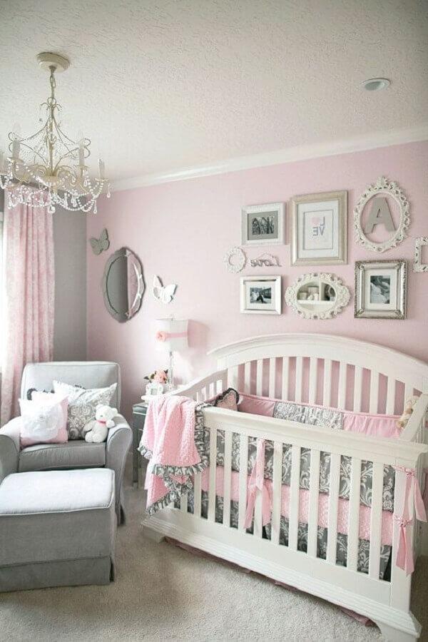 decoração clássica para quarto de bebê cinza e rosa Foto Pinterest