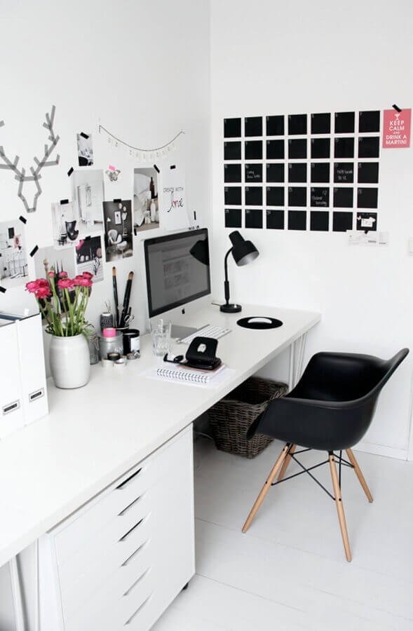 decoração clean com mesa de escritório branca com gaveteiro Foto Yandex