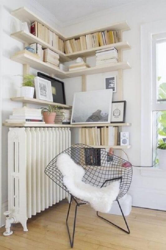 decoração clean com prateleira de canto Foto Apartment Therapy